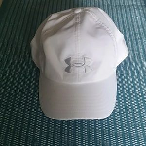 UNDER ARMOUR WHITE CAP